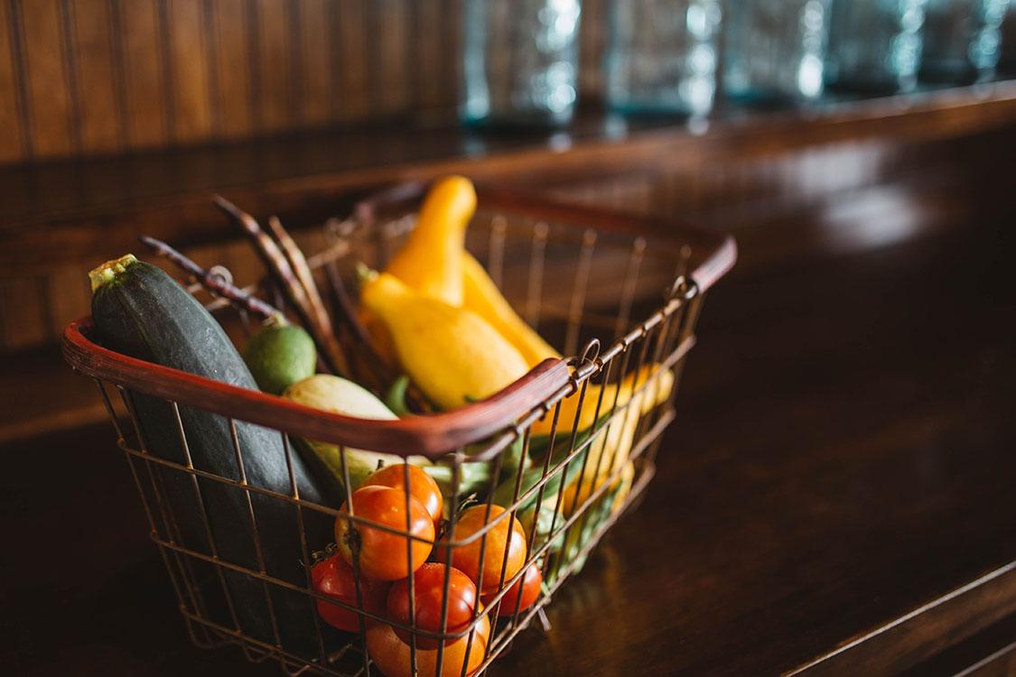 Korg med grönsaker
